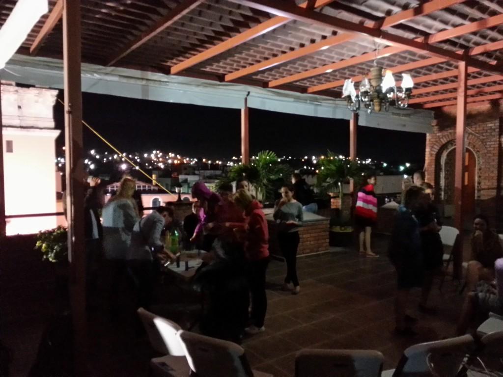 Tequila party uz viesnīcas terases.