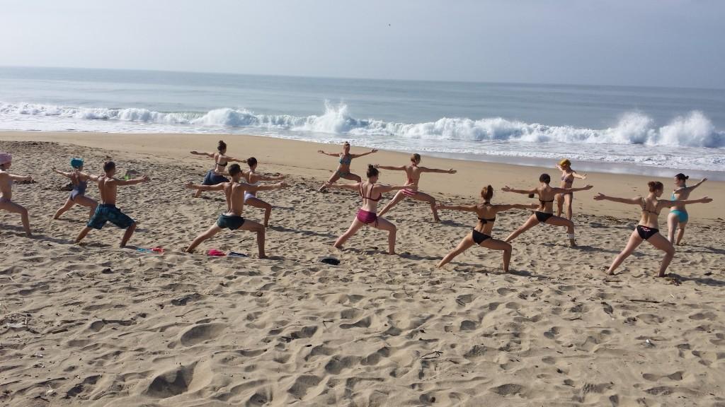 Rīta joga pie okeāna